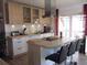 Küche mit Insel und Topp-Ausstattung